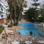 Hotel et sa piscine
