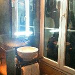 Trocadero bathroom