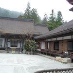 Outside Rengejo-in