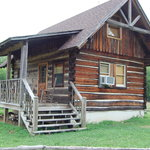 Seperate cabin from b&b with small kitchen and room for 4 people with private hot tub also