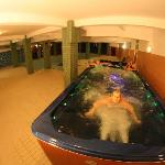 Jacuzzi for 8 persons - there is possibility against the stream