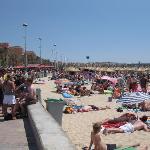 Der Strand fünf Minuten vom Hotel entfernt.