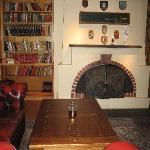 Die Bibliothek im Kaminzimmer