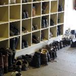 Das Schuhregal im Eingang