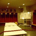 Die Spielerkabine! Da sitzen die behrümten Bayern-Spieler!