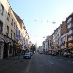 ホテルの前の通り(週末の早朝)