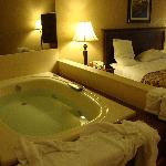 Our Jacuzzi (kingsize bed)