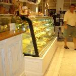 La Baguette, cake display
