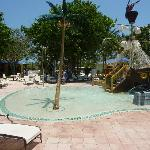 Kinderpool mit Piratenschiff