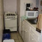 kitchen - with stove!