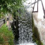 Das Wasserrad an der Mühle