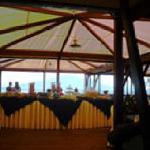 Petit-déjeuner sur le toit en terrasseavec vue sur le Vésuve