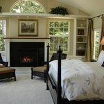 Hideaway Suite on Quail Lake: King bed, fireplace, 32-inch HDTV-DVD