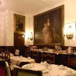 Salón de desayunos (las habitaciones 101 y 102 desembocan en él)