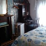 TV, onsuite, open fire place, sash windows, traditional english decore, balcony, etc!