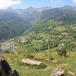 Le village de Bilheres vu depuis un sentier de randonnée