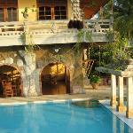 Pool, Buddha Bar, darüber Zweizimmerappartement mit Meerblick