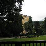 Blick aus dem Kurpark auf das Hotel
