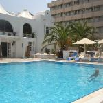 great pool - comfortable sun loungers and not over crowded