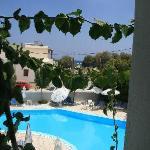 Vue piscine depuis le balcon