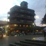 Hotel en el Centro de Palenque Chiapas, imitando la Torre del Templo de las Inscripciones