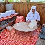Zwischen den Mahlzeiten kann man einheimische Küche geniessen