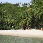 Blick vom Meer zum Resort am natürlichen Ende der Bucht