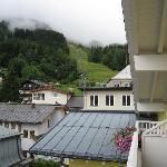vue de la chambre sur la montagne par temps nuageux !