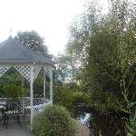 Kiosque dans le jardin où le repas est possible