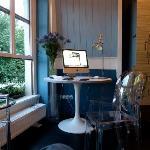 El iMac en la habitación con vistas al canal
