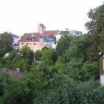 Und die Aussicht - rechts ist noch der Wintergarten vom Frühstücksraum zu sehen.