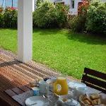Chambre d'hôtes Muriska Petit-déjeuner servi sur la terrasse