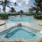 Jacuzzi and front pool