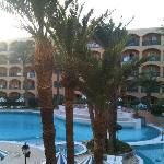 l'hotel et sa piscine