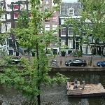 dalla finestra delle camere sul canale