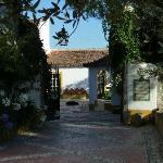Einfahrt zum Innenhof der Quinta