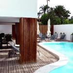 The beach villa is for hotel guests only, has a pool, showers, lockers, towels etc. and is 1 min