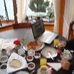 Desayuno con vista allago desde el restaurante