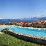 Panoramica de la piscina, terraza del restaurante y fantasticas vistas al Golfo de Orosei