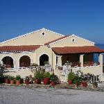 Villa Mary - From road into AG
