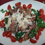 Filetto con arucola, pomodori, parmigiano