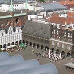Blick von der MArienkirche auf das Rathaus