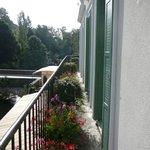 Le balcon donnat sur la rivière