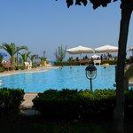 Vista mare e piscina dal giardino