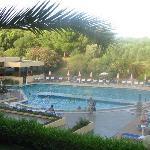 piscine de l'hôtel (vue globale)