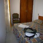 hab 19 con las camas torcidas y camas horribles en cto a comodidad y aspecto