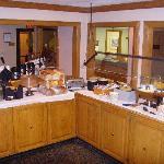 Hawthorn Suites - Hot Breakfast Setup