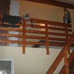chambre mezzanine avec 1 rideau pour séparation