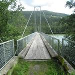 Voetbrug over de rivier de Lågen.