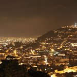 Ausblick bei Nacht auf Quito